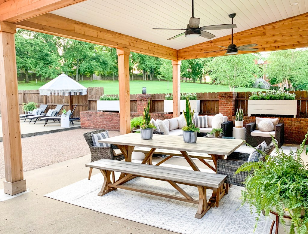 full view of outdoor dining space and living space