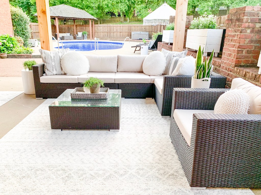 outdoor living space in pool area