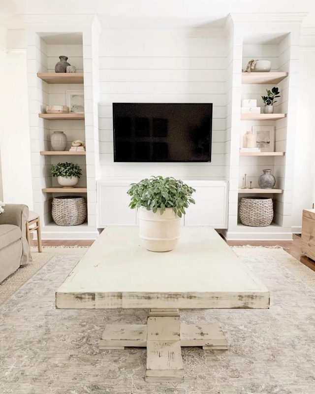 Happy Friday!! A slow night at home watching shows with this view sounds like a winner. Swipe left to see how much this view has changed.   What are you up to tonight?   #modernfarmhouse #farmhousestyle #interior123 #bhghome #antiquefarmhouse #homedecor #shiplap #farmhouseinspired #farmhousedecor #magnoliahome #neutraldecor #americanfarmhousestyle #prettylittleinteriors #fixerupper #countrylivingmagazine #mydecorvibe #currentdesignsituation #betterhomesandgardens #ltkhome #moody_tones #shiplap