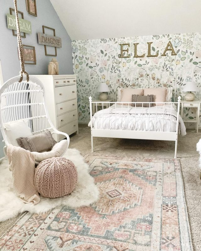 Wallpaper can make a big impact. If you don't believe me, then swipe left to see the before picture. Still so in love with this wallpaper. I'll link it in Stories in case you are interested. I hope you guys have a great Wednesday!   #modernfarmhouse #farmhousestyle #interior123 #bhghome #antiquefarmhouse #homedecor #shiplap #farmhouseinspired #farmhousedecor #magnoliahome #neutraldecor #americanfarmhousestyle #prettylittleinteriors #fixerupper #countrylivingmagazine #mydecorvibe #currentdesignsituation #betterhomesandgardens #ltkhome #moody_tones