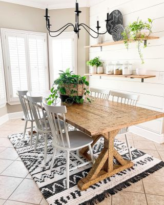 Well, hello there black and white beauty!  I've been in the lookout for a new rug for this space and as soon as I spotted this one, it was love at first site! I shared the rug, along with my boho spring refresh on the blog! I hope you will check it out! Link in profile.   #modernfarmhouse #farmhousestyle #interior123 #bhghome #antiquefarmhouse #homedecor #shiplap #farmhouseinspired #farmhousedecor #magnoliahome #neutraldecor #americanfarmhousestyle #prettylittleinteriors #fixerupper #countrylivingmagazine #mydecorvibe #currentdesignsituation #betterhomesandgardens #ltkhome #moody_tones