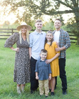 Our fall family pictures came back, and OH MY GOSH!! I just love how they turned out! These people have my heart!!   #bhghome #family #fallfamilypictures #modernfarmhouse #farmhousestyle #interiors123 #bhgfamily #farmhouseinspired #farmhousedecor #neutraldecor #americanfarmhousestyle #prettylittleinteriors #fixerupper #countrylivingrrmagazine #mydecorvibe #currentdesignsituation #betterhomesandgardens